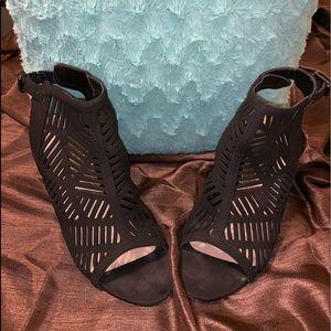 Black size 10, JustFab heels.